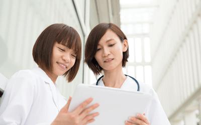 二人の女性産業保健師