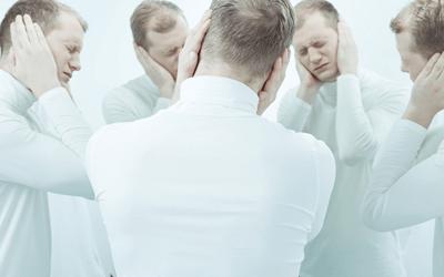 統合失調症の男性社員